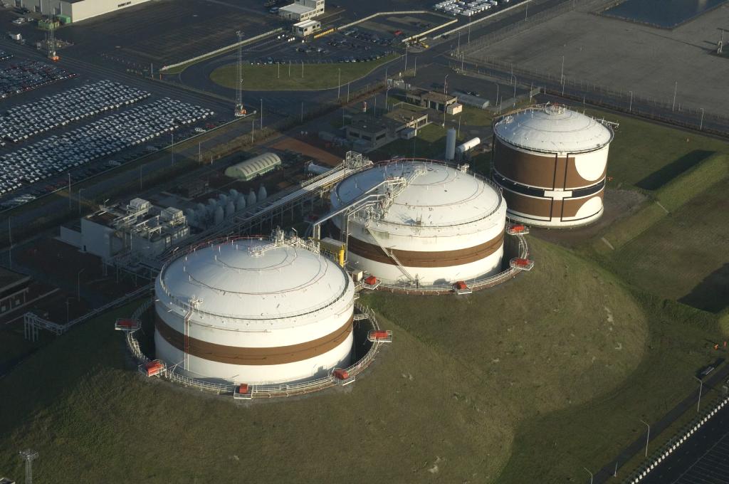 Van Tornhaut - PeakShaving plant - Slopen van 2 LNG tanks te Zeebrugge